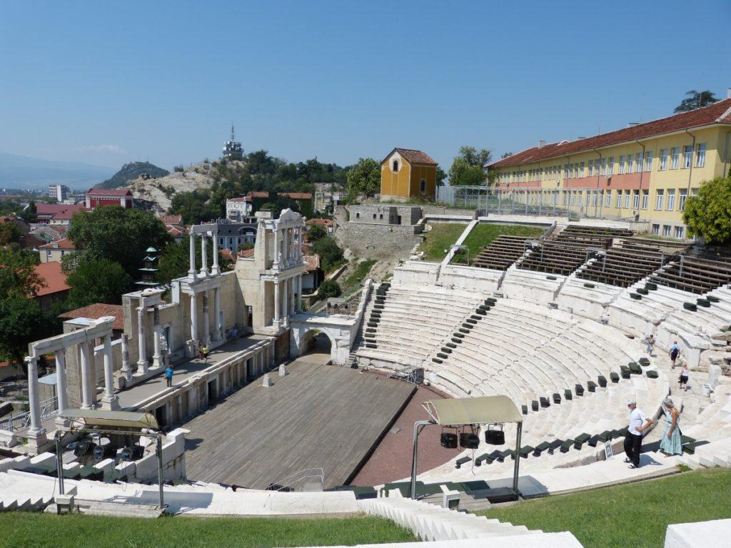 Rzymski amfiteatr. Obecnie odbywają się na nim koncerty rockowe.