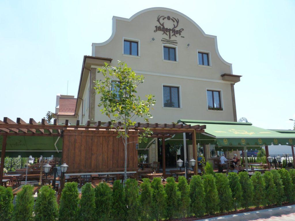 Widok na browar restauracyjny Jägerhof Hausbrauerei w Płowdiw.