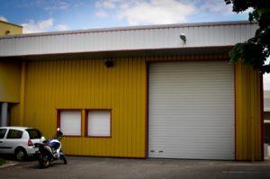 Budynek browaru nie jest szczególnie imponujący.   Fot. Katarzyna Pokora